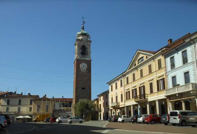 Oleggio piazza Martiri