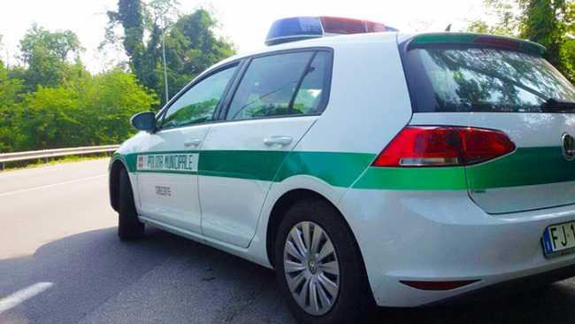 Polizia Locale auto bella Trecate