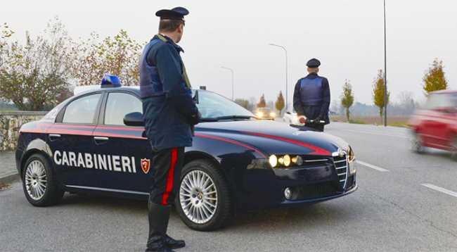 carabinieri pattuglia strada controllo inverno