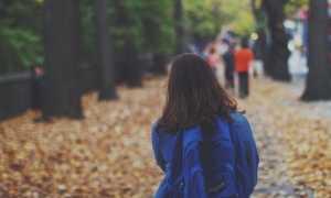 alunna cartella autunno